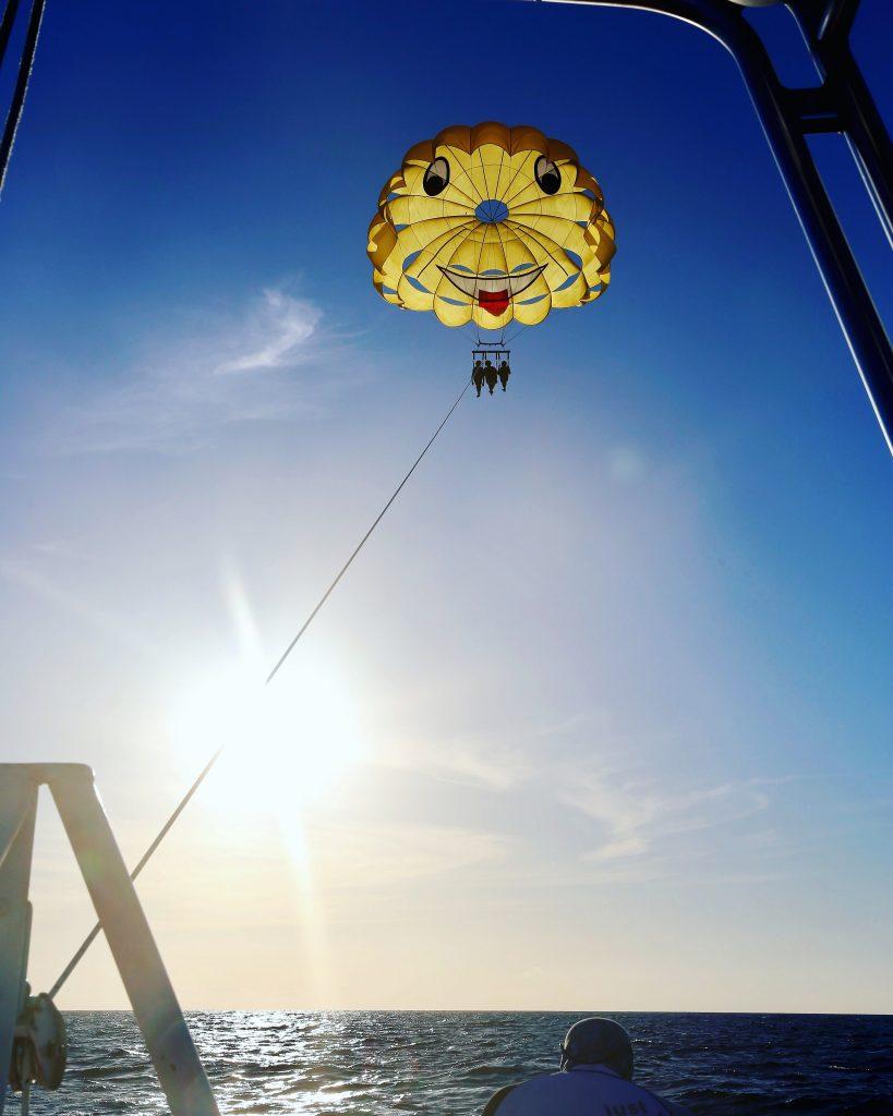 Smiley parasail parachute in Roatan